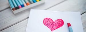 Photo d'un coeur dessiné sur une feuille de papier