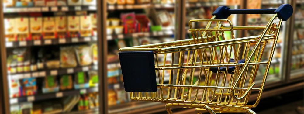 Photo d'un caddie dans un supermarché