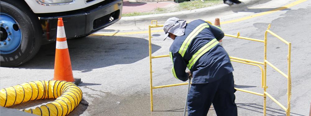 Photo des services techniques oeuvrant sur la route
