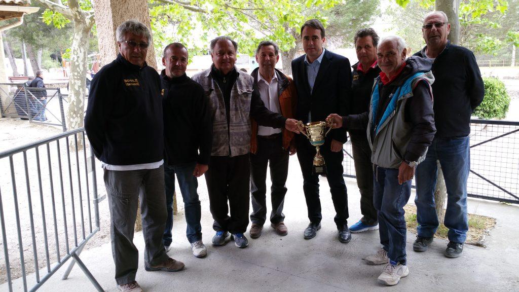 Photo de la remise des prix du Challenge de la ville de Venelles par M. Le Maire