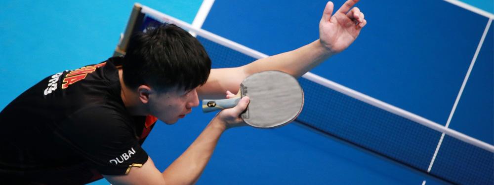 Visuel d'un homme jouant au ping pong