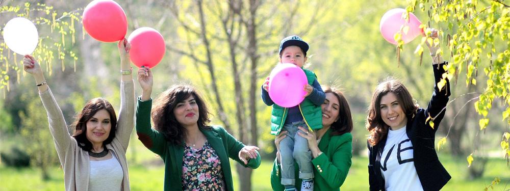 Photos d'une famille heureuse en campagne