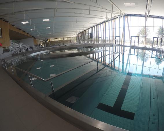 Photo d'un bassin intérieur du centre aquatique Sainte-Victoire