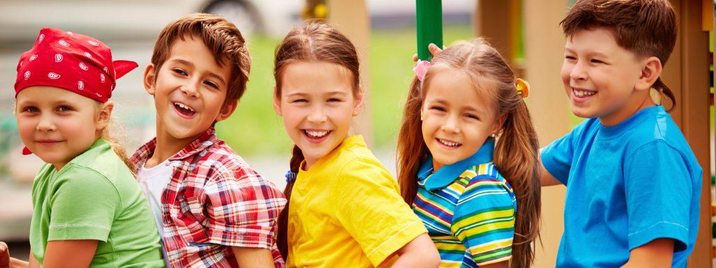 Photo de 5 enfants souriants