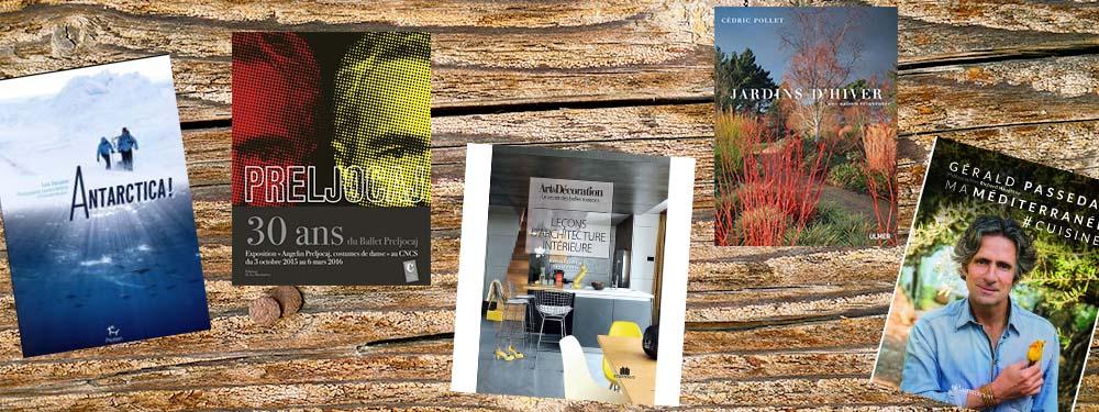 Sélection de 5 livres documentaires de la bibliothèque pour le mois de décembre 2016 posés sur un fond bois