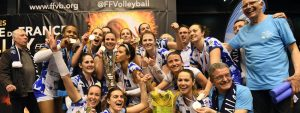 Photo des Rebelles du PAAVB portant la coupe de France