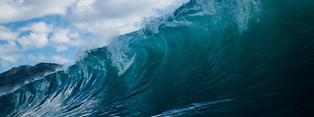 Photo d'une vague déferlante