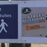 Photo des panneaux pour les navettes gratuites du street nécessaire