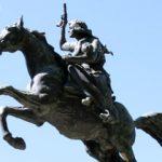Photo représentant une statue de Giuseppe Garibaldi sur son cheval