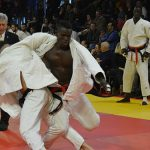 Photo de 2 judoka en train de combattre lors du tournoi international de judo