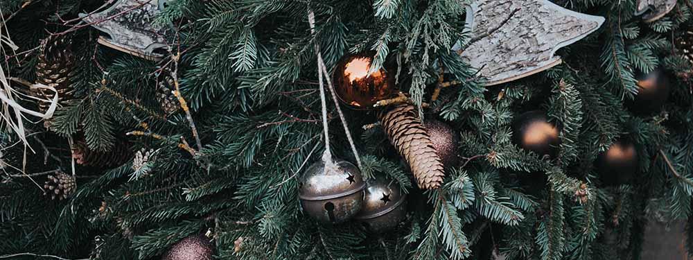 Photo d'un sapin de Noël décoré