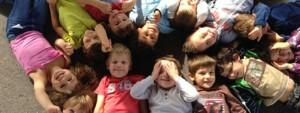 Groupe d'enfants souriants