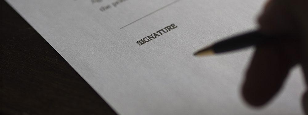 Photo d'un contrat