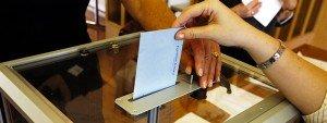 Personne en train de voter