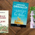 Photo de livres posés sur un parquet