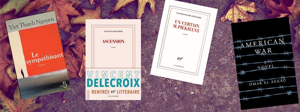 Sélection de livres pour la rentrée posée sur un sol d'automne avec des feuilles orangées