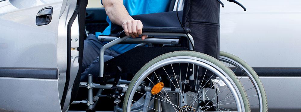 Photo d'un homme en fauteuil