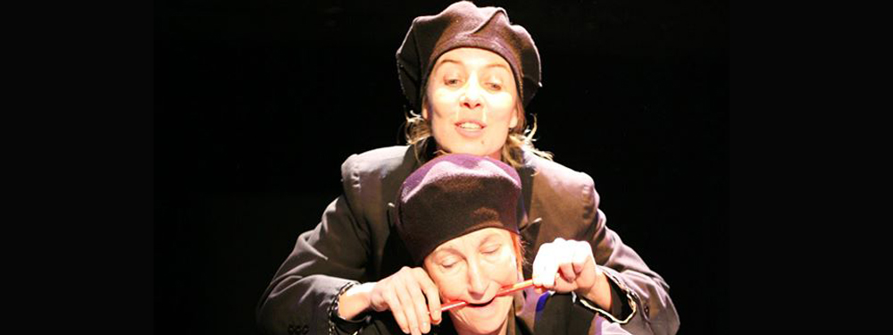 Photo de comédiens sur scène