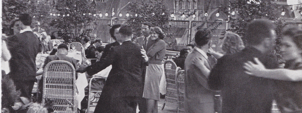 Photo de couples dansant pendant un bal dans les années 60
