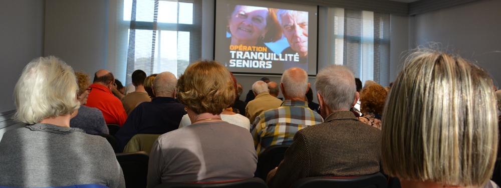 Photo d'une réunion sur l'opération tranquillité seniors