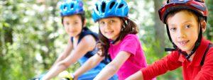 Photo d'enfants sur leurs vélos