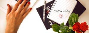Photo d'un carnet pour la fête des mères avec des roses