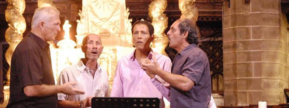 Photo du groupe Lume chantant dans une église
