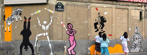Photo de Mosko : des animaux de la savane peint sur les murs d'un quartier