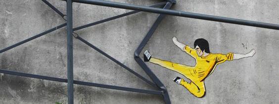 Photo de Oakoak : Bruce Lee à l'assaut du barre de fer