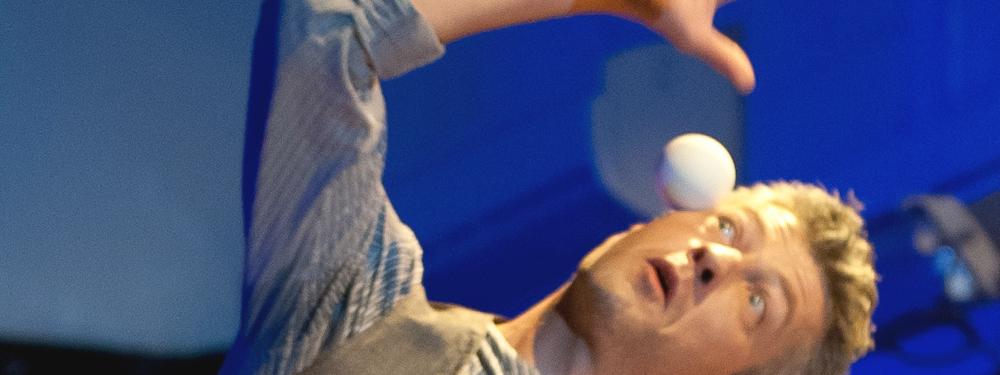 Photo d'un homme en train de jongler