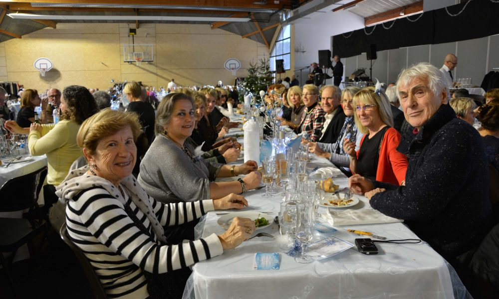 Photo de seniors au repas des anciens