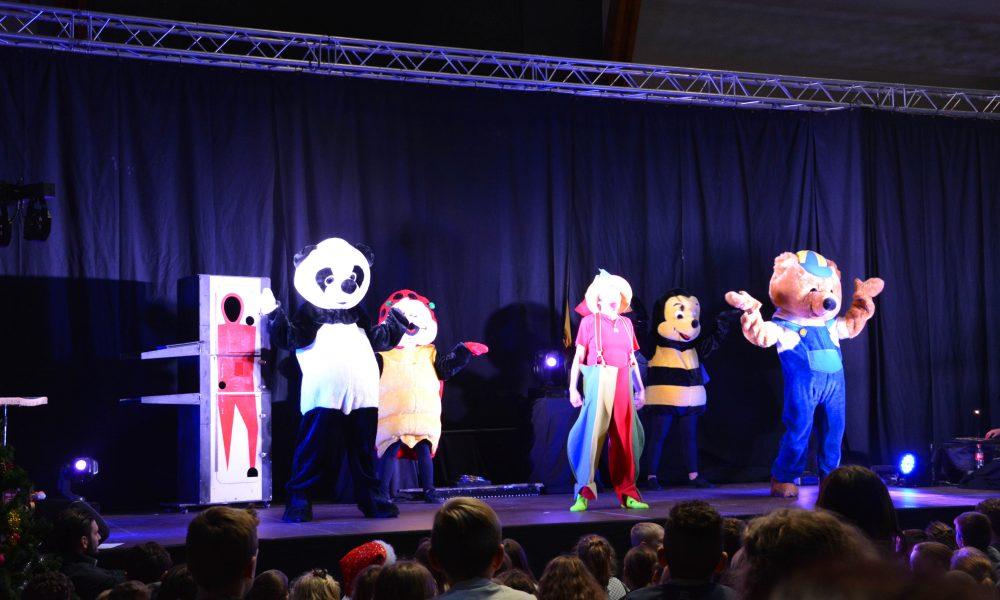 Photo de la troupe de Grégory, Toupie et tous les amis sur scène