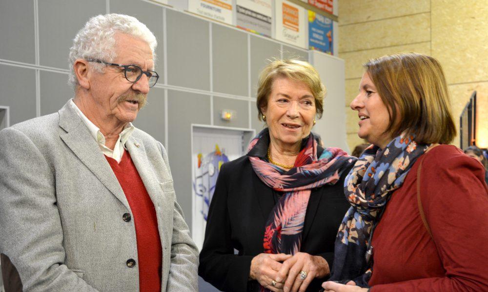 Photo de François Langlet, Gisèle Geiling et Marie Sedano (trois élus) dans la halle des sports