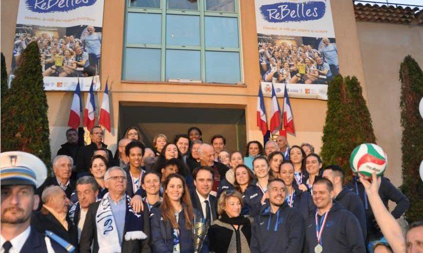 La ville de Venelles, fière de ses ReBelles, a également fêté le retour triomphal de ses volleyeuses préférées en présence d'Arnaud MERCIER, Maire de Venelles et son conseil municipal, Sophie JOISSAINS, Sénatrice des Bouches-du-Rhône ; Maryse JOISSAINS-MASINI, Présidente du Conseil de Territoire du Pays d'Aix ; Michel BOULAN, Vice-Président du Conseil de Territoire du Pays d'Aix délégué aux Sports…