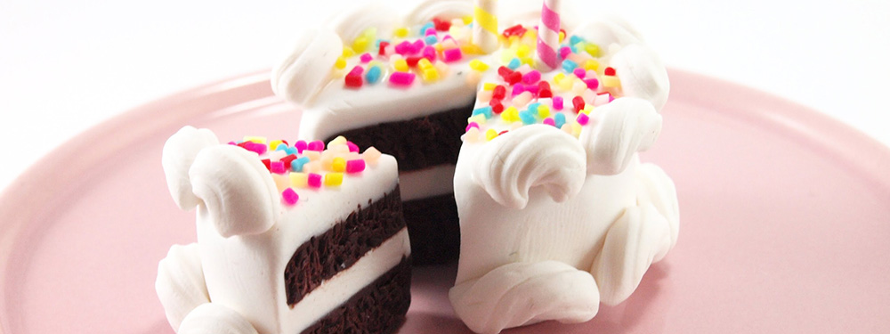 Photo d'un gâteau réalisé en porcelaine froide
