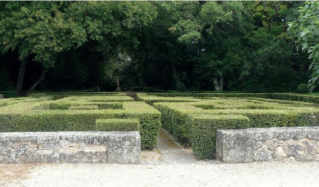 Photo des jardins à la française du domaine de la Violaine