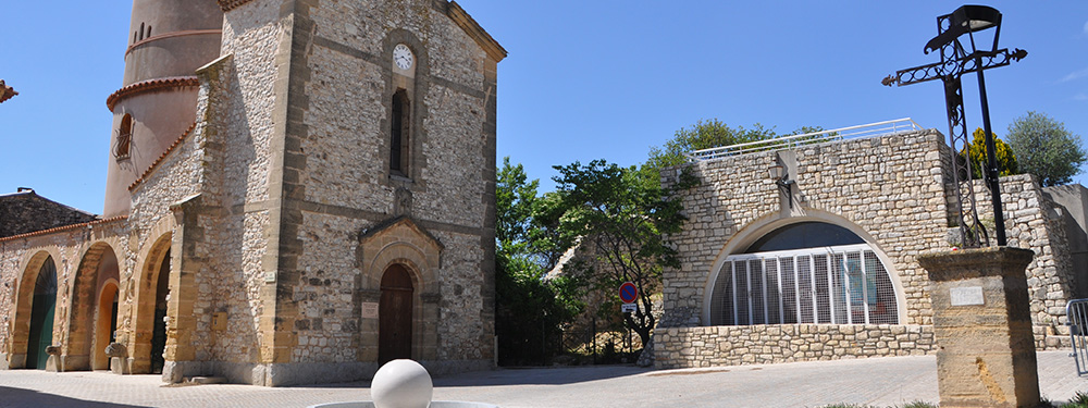 Photo de la place Jean-Pierre Saez à Venelles