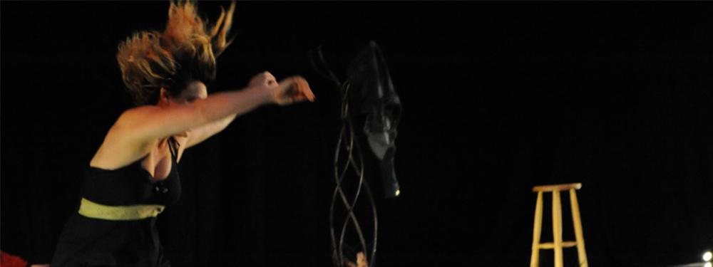 Photo représentant une danseuse sur scène
