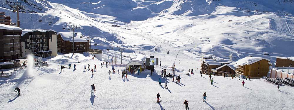 Photos d'une station des Alpes en pleine saison vue de haut