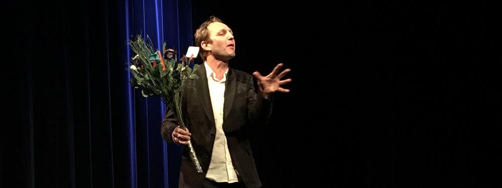 Photo de l'acteur de la pièce de théatre sur scène