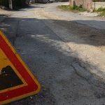 Photo des travaux de la grand rue montrant un panneau de chantier