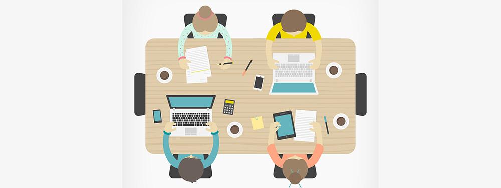 Illustration montrant une talbe de réunion vue de haut avec 4 personnes travaillant