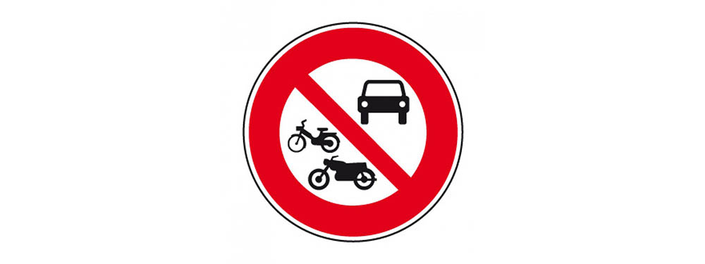 Pictogramme interdiction de circulation pour les voitures, motos et scooters