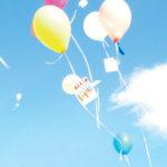 Photo de ballons en train de s'envoler dans le ciel