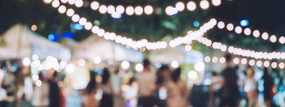 Photo foutée d'une soirée guinguette avec guirlande