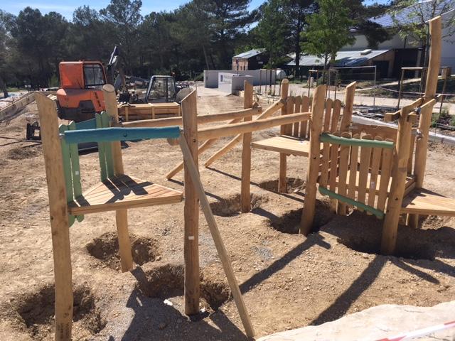Photo de l'état d'avance des travaux de la nouvelle aire de jeux située au parc des sports Maurice Daugé