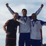 Photo de mathieu guinde sur le podium de coupe du monde de parachutisme
