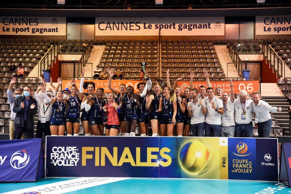 Photo de toute l'équipe du PAVVB pour leur victoire en coupe de France 2020