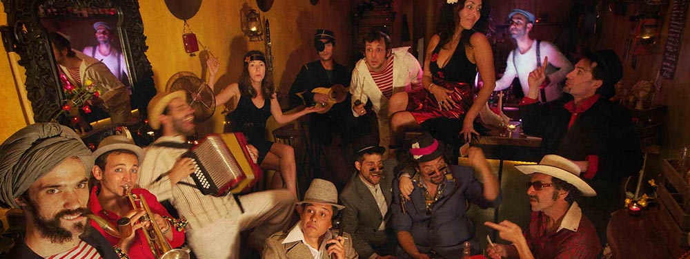 Photo festive du groupe la Cumbia chicharra