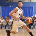 Photo montrant un basketteur du BM Aix Venelles en pleine action